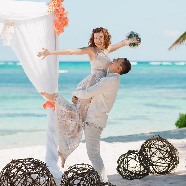 Нежная свадьба Оксаны и Майкла на приватном пляже – WedDesign – Свадьба в Доминикане