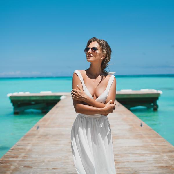 Яркая фотосессия на пляже Хуанийо в Кап Кане – WedDesign – Свадьба в Доминикане