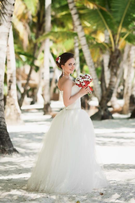 Букет «Красные пионы» и украшение в волосы – WedDesign | Свадьба в Доминикане