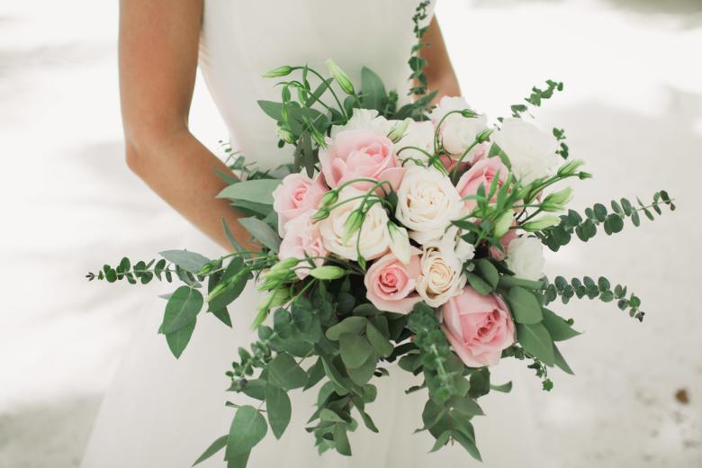 Букет-растрепыш из нежных роз – WedDesign | Свадьба в Доминикане