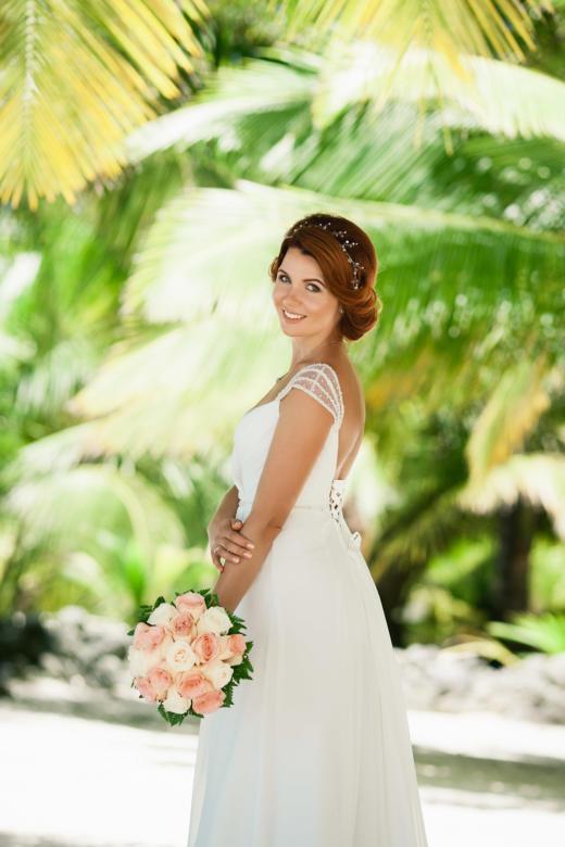 Букет из белых и персиковых роз – WedDesign | Свадьба в Доминикане