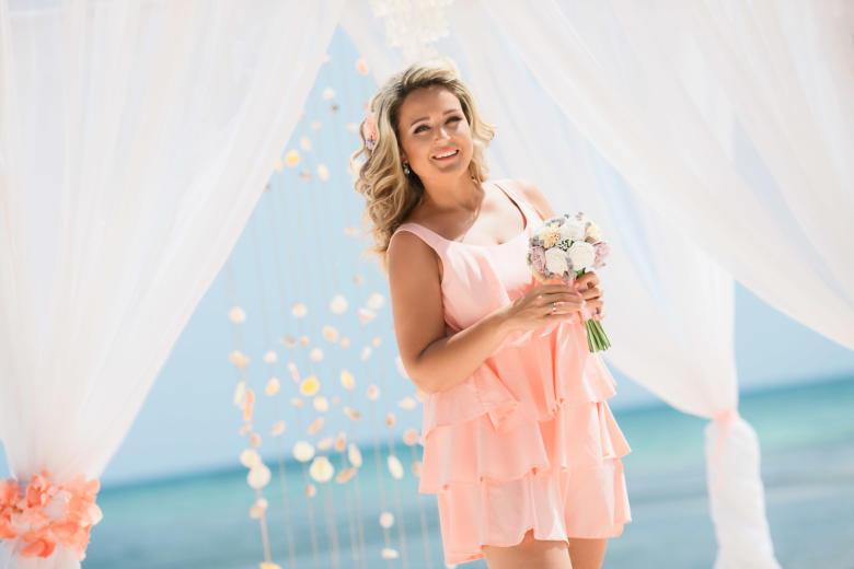 Букет «Пудровый» и украшение в волосы – WedDesign | Свадьба в Доминикане