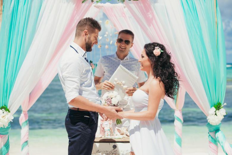 Букет «Пудровый», украшение в волосы и бутоньерка – WedDesign | Свадьба в Доминикане