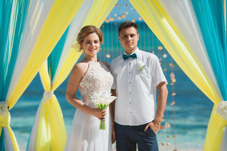 Букет «Белые каллы» и бутоньерка для жениха – WedDesign | Свадьба в Доминикане