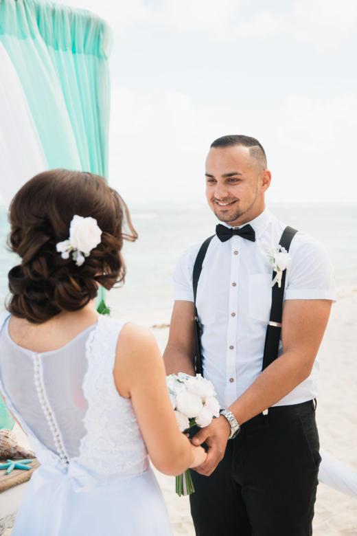 Букет «Нежный», украшение в волосы и бутоньерка для жениха – WedDesign | Свадьба в Доминикане