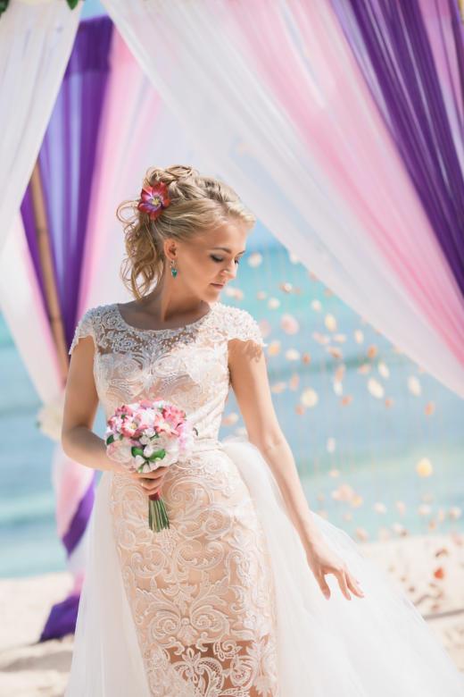 Букет «Тропический» и украшение в волосы – WedDesign | Свадьба в Доминикане