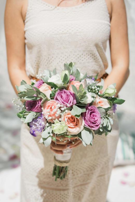 Букет в богемном стиле. Персиковые, лавандовые и фиолетовые розы – WedDesign | Свадьба в Доминикане