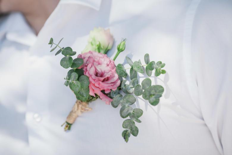 Бутоньерка из роз и эвкалипта – WedDesign | Свадьба в Доминикане