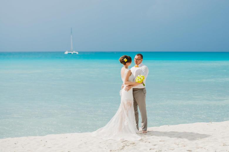 Букет «Желтые ранункулюсы» и украшение в волосы – WedDesign | Свадьба в Доминикане