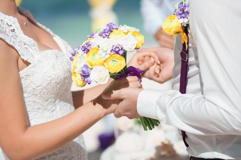 Букет «Фиолетово-желтый» и бутоньерка – WedDesign | Свадьба в Доминикане