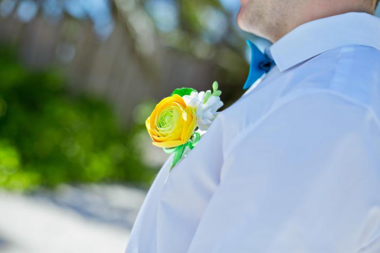 Бутоньерка к букету «Желтые ранункулюсы» – WedDesign | Свадьба в Доминикане