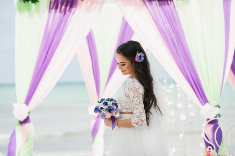 Букет «Яркий» и украшение в волосы – WedDesign | Свадьба в Доминикане
