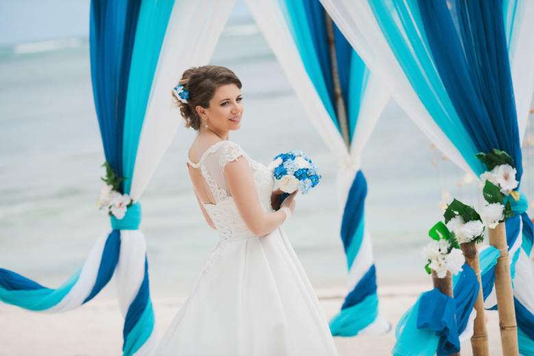 Букет «Нежный голубой» и украшение в волосы – WedDesign | Свадьба в Доминикане