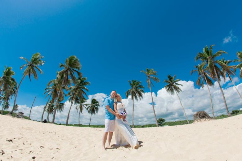 Яркая свадьба с детьми на пляже Макао в Доминиканской Республике – WedDesign | Свадьба в Доминикане