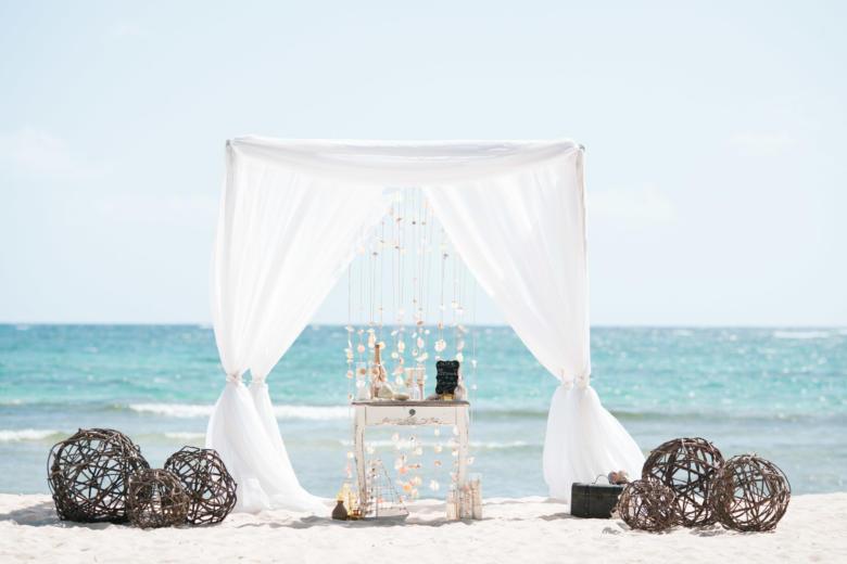 Белая арка с плетеными шарами – WedDesign   Свадьба в Доминикане