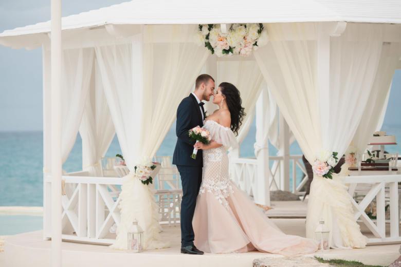 Нежное оформление газебо в Тракадеро – WedDesign   Свадьба в Доминикане