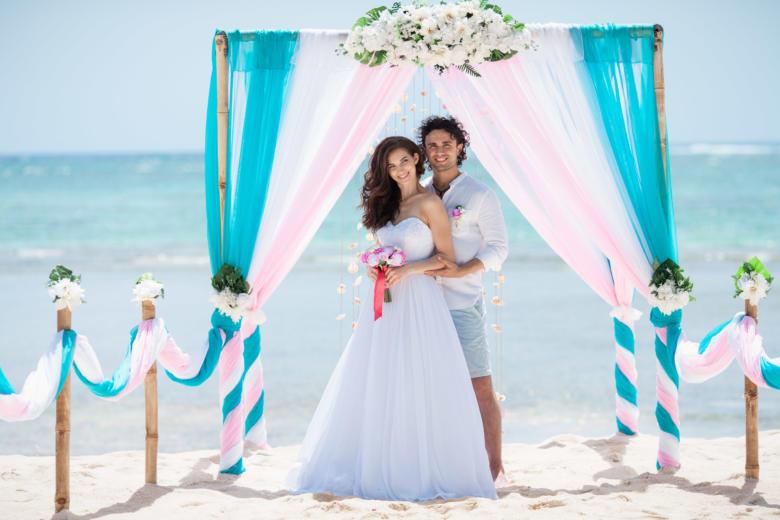 Бирюза, белый и розовый. Белые цветы. Бамбуковая дорожка – WedDesign | Свадьба в Доминикане