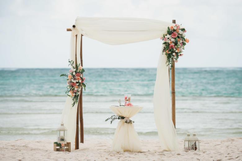 Арка в стиле «Рустик» с живыми цветами – WedDesign | Свадьба в Доминикане