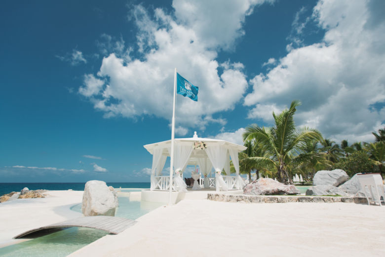 Белое оформление газебо в Тракадеро – WedDesign   Свадьба в Доминикане