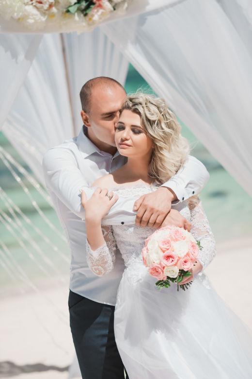 Букет из белых и розовых роз – WedDesign | Свадьба в Доминикане