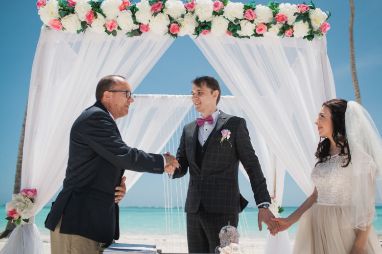 Официальная свадебная церемония в Доминикане на пляже Хуанийо Андрея и Анастасии – WedDesign – Свадьба в Доминикане