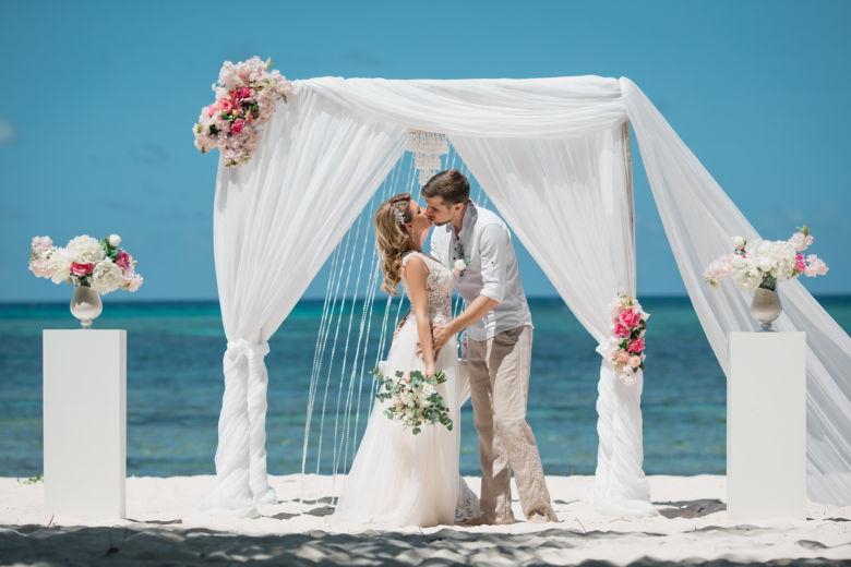 Белая арка с колоннами – WedDesign   Свадьба в Доминикане