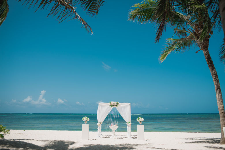 Белая арка с колоннами – WedDesign | Свадьба в Доминикане