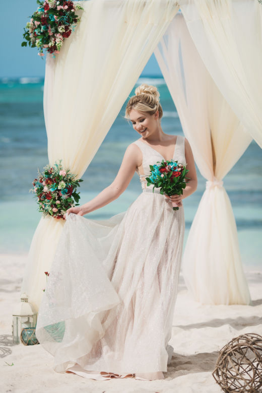Арка с живыми цветами. Бежевый и пудровый – WedDesign | Свадьба в Доминикане