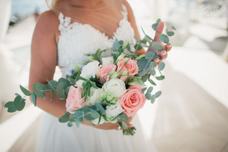 Букет свободной формы из роз и эвкалипта – WedDesign – Свадьба в Доминикане