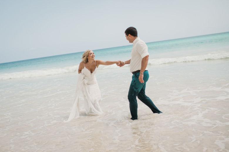 Свадьба в Доминикане на пляже Макао в белом цвете с музыкантами – WedDesign – Свадьба в Доминикане