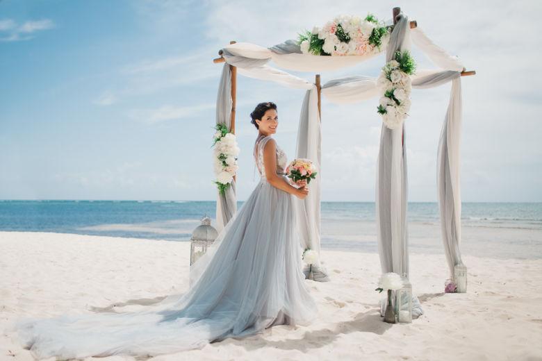 Свадьба в Доминикане в сером цвете на приватном пляже – WedDesign – Свадьба в Доминикане