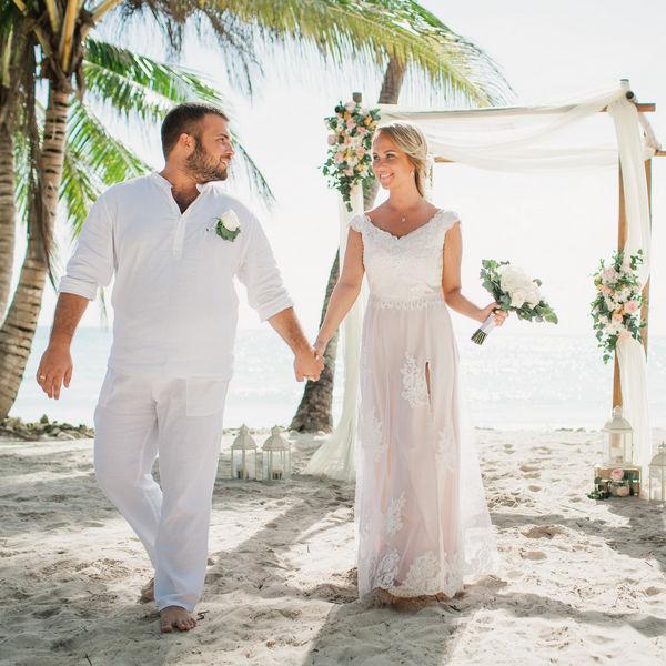 Свадебная церемония на острове Саона в Доминикане с живыми цветами – WedDesign – Свадьба в Доминикане
