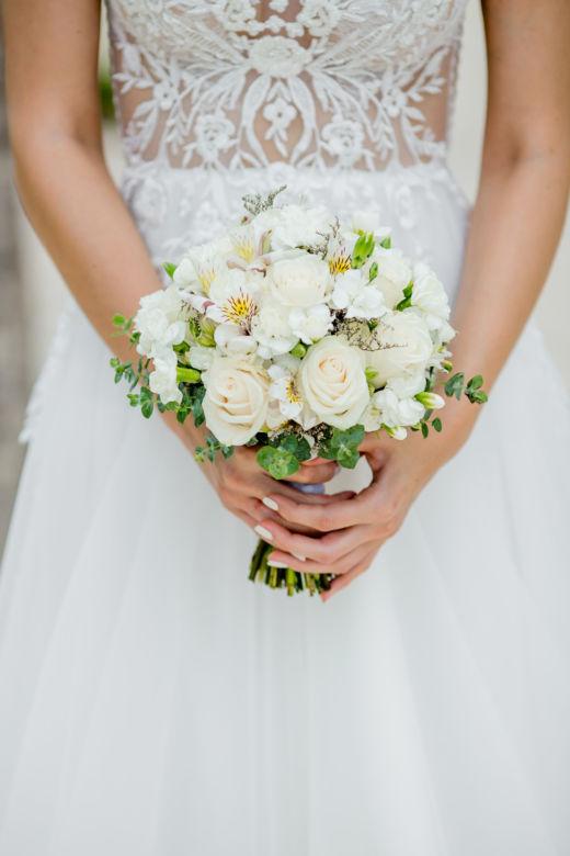 Белый букет круглой формы | WedDesign – Свадьба в Доминикане