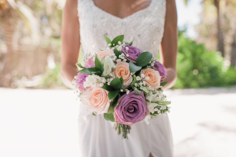 Букет круглой формы с сиреневом цвете | WedDesign – Свадьба в Доминикане