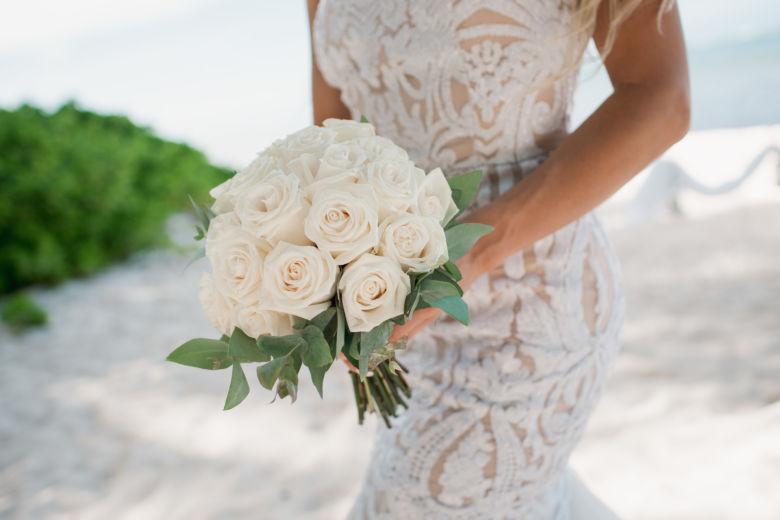 Букет из белых роз | WedDesign – Свадьба в Доминикане
