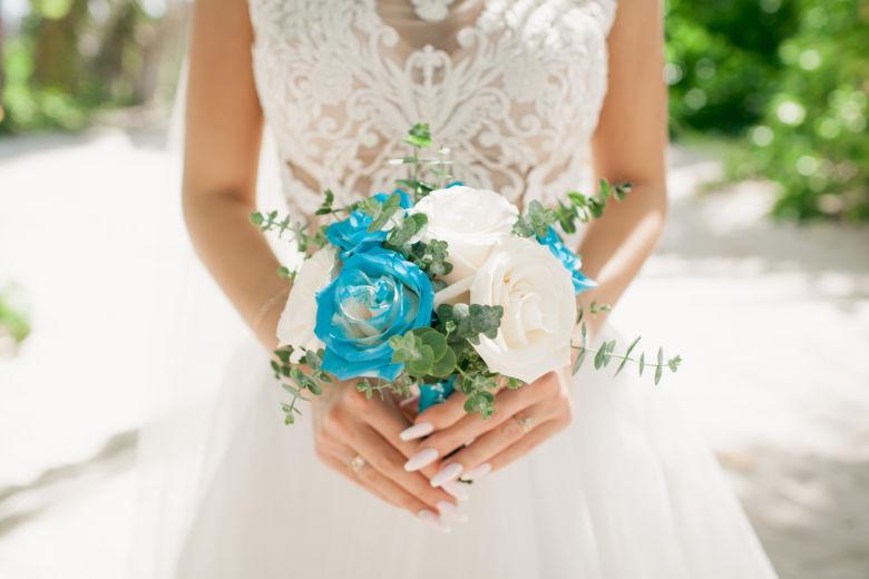 Сине-белый букет из роз – WedDesign – Свадьба в Доминикане