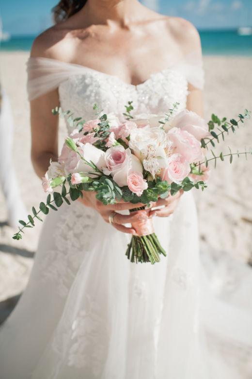 Букет невесты свободной формы – WedDesign – Свадьба в Доминикане