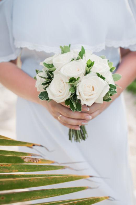 Букет из белых роз – WedDesign – Свадьба в Доминикане