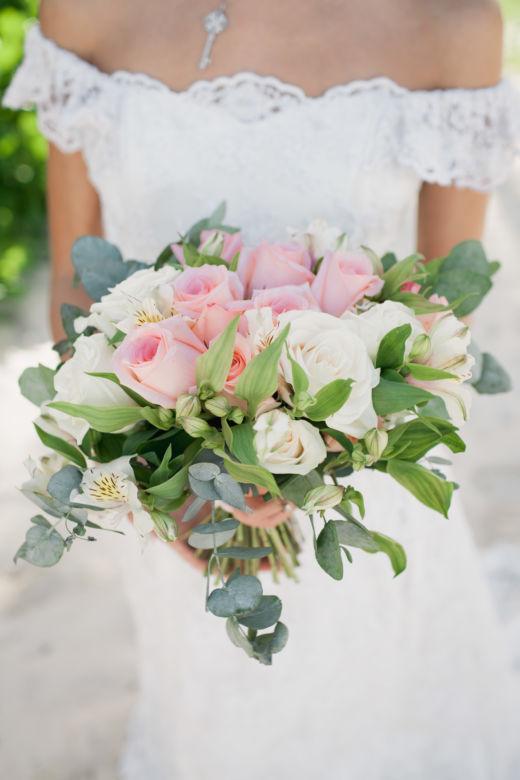 Букет невесты свободной формы из роз и альстромерии – WedDesign – Свадьба в Доминикане