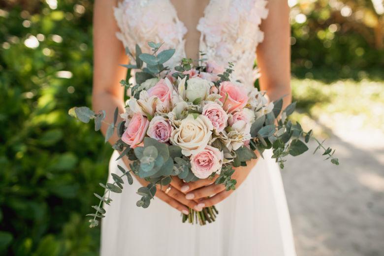 Букет свободной формы с эвкалиптом – WedDesign – Свадьба в Доминикане