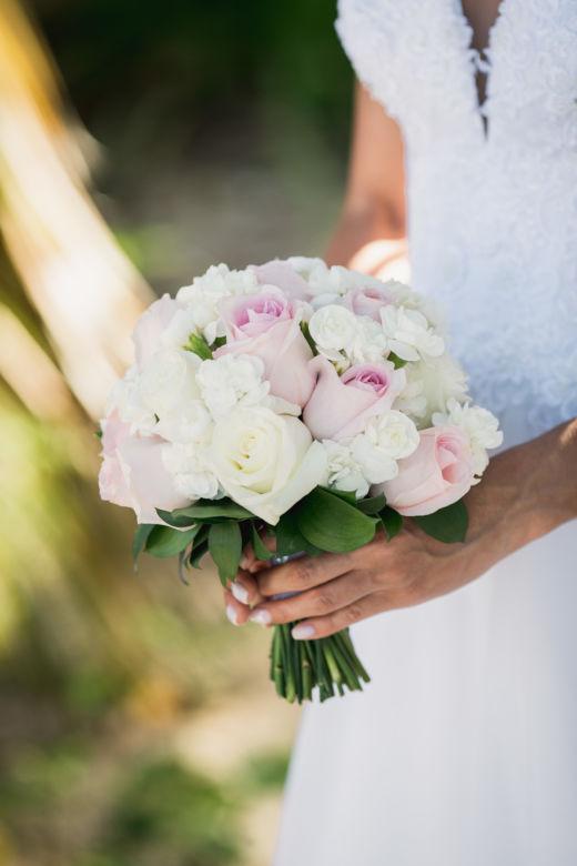 Букет из роз и диантуса – WedDesign – Свадьба в Доминикане
