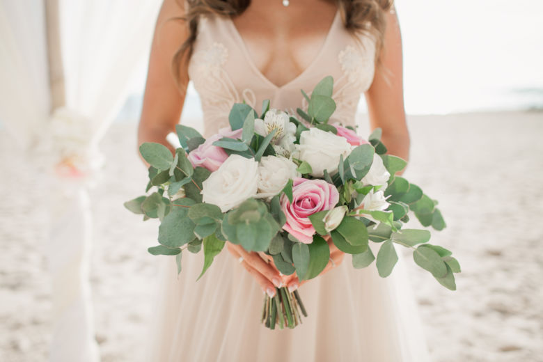 Свадебный букет свободной формы с эвкалиптом – WedDesign – Свадьба в Доминикане