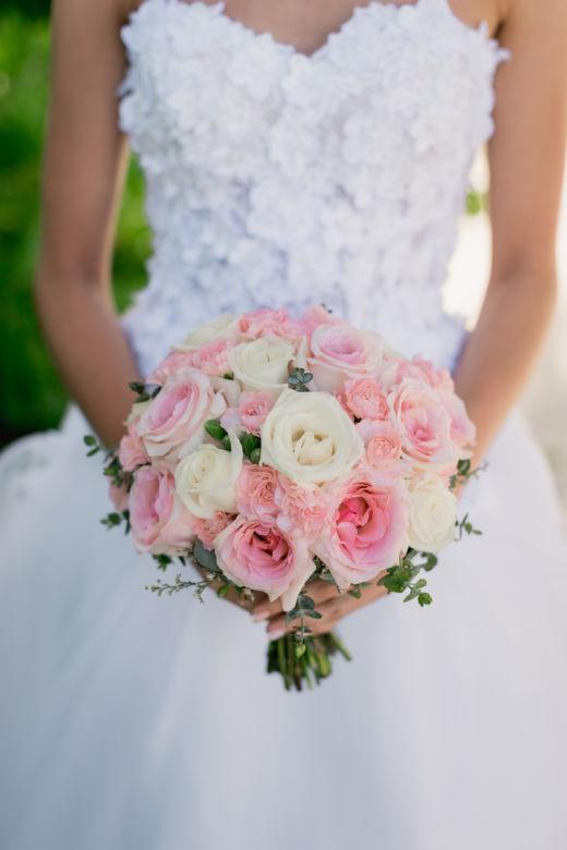Круглый бело-розовый букет невесты – WedDesign – Свадьба в Доминикане