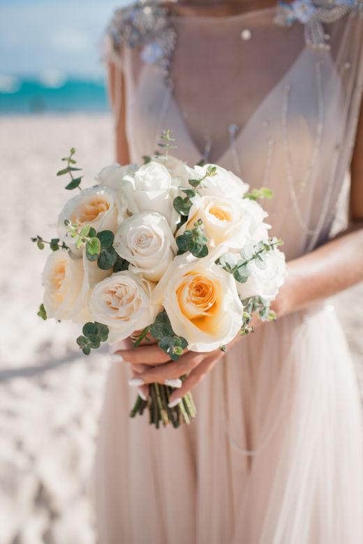 Букет из роз и эвкалипта – WedDesign – Свадьба в Доминикане