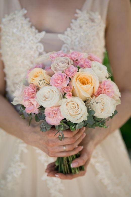 Круглый букет из роз – WedDesign – Свадьба в Доминикане
