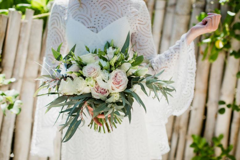 Растрепыш из роз, эустомы и эвкалипта – WedDesign – Свадьба в Доминикане