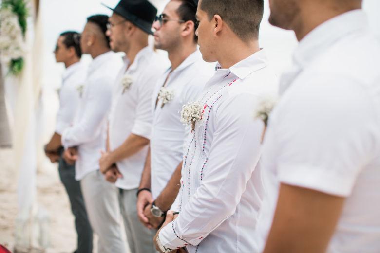 Бутоньерки для друзей жениха из гипсофилы – WedDesign – Свадьба в Доминикане