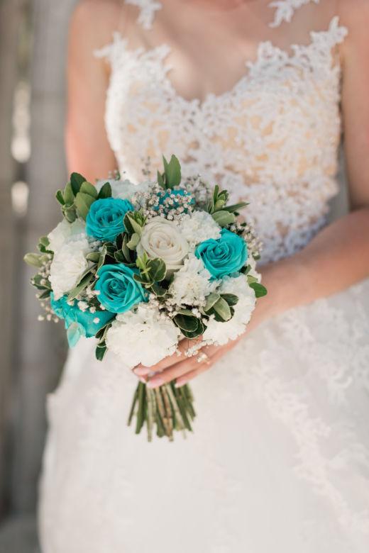 Бело-бирюзовый букет с гипсофилой – WedDesign – Свадьба в Доминикане