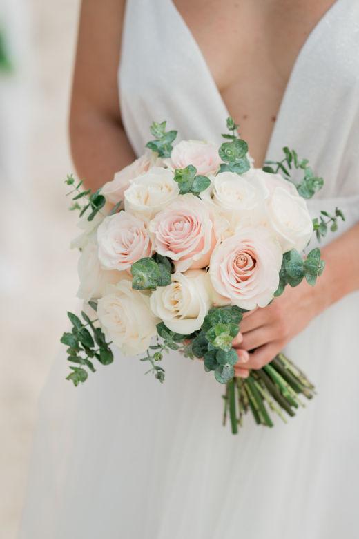Круглый пудровый букет с эвкалиптом – WedDesign – Свадьба в Доминикане