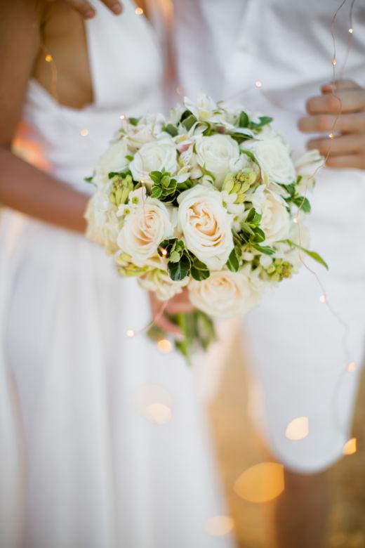 Букет круглой формы в белом цвете – WedDesign – Свадьба в Доминикане